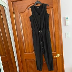 EXPRESS Sleeveless Jumpsuit with pockets Black S